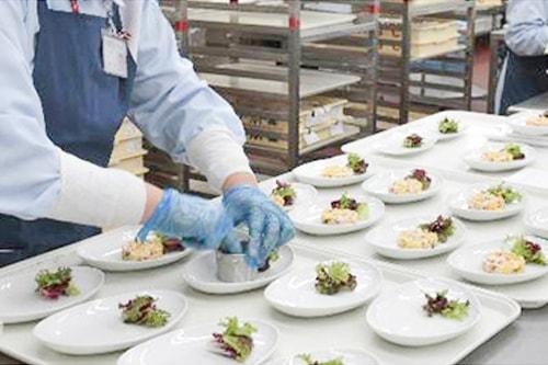 一般労働者派遣事例:機内食製造イメージ